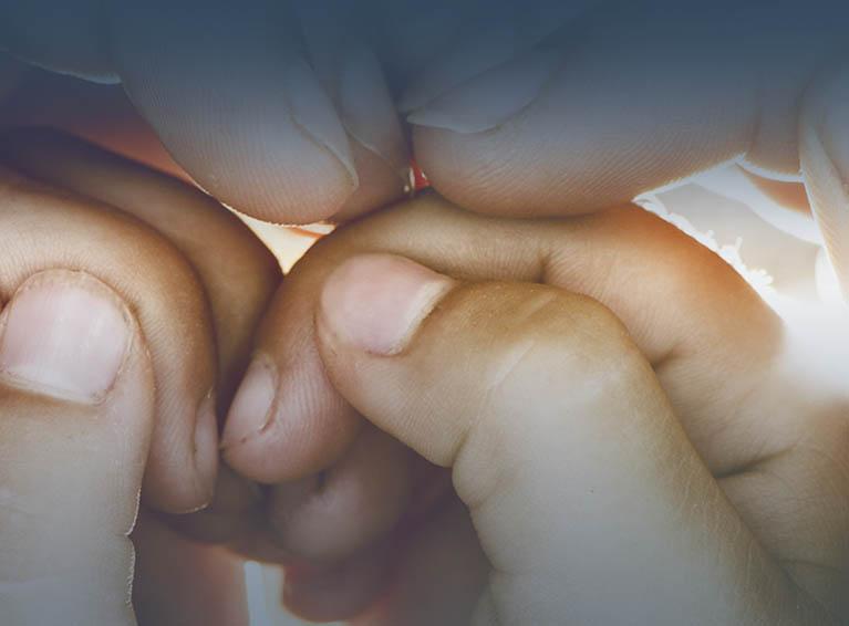 cab-manos-corazon-familia-web-AFS-mvl